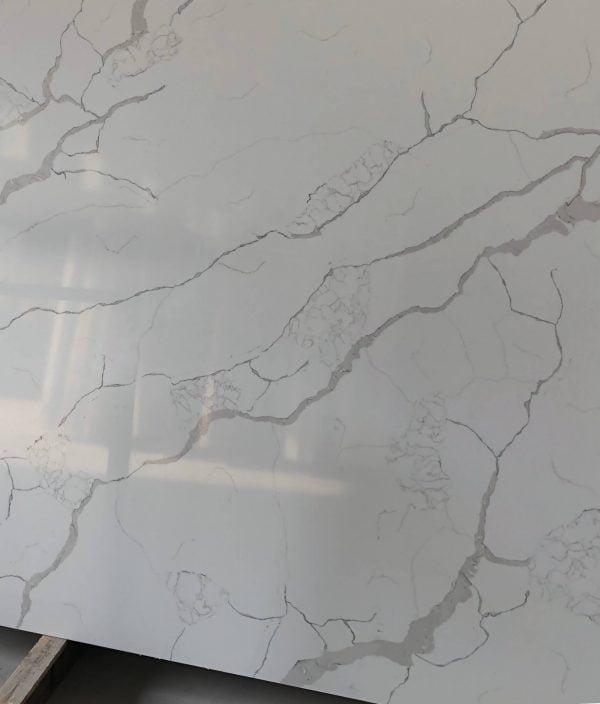 natural-quartz-calacatta-v1-b